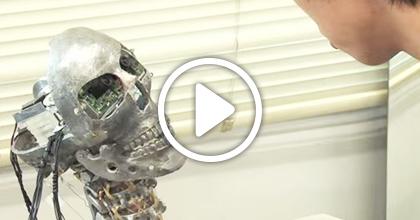 人間の心を持つロボットの研究