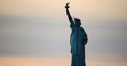 移民をスケープゴートにするトランプ政権に改革は期待できるか?