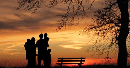 衰える結婚、止まらぬ無子化 ――このままでは日本の未来が失われる