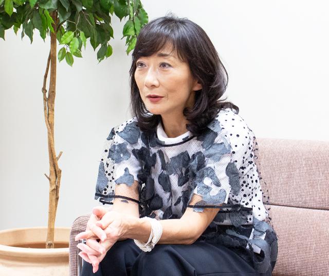 東野 香代子