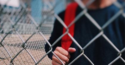 子どもの権利を見落とす/教師の権利も見落とされる「ブラック」な学校